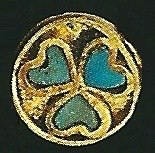 There is a pattern that is common in the graves of Tillya Tepe that is the heart motif that was found in each grave. It is always turquoise. This motif is very rare in antiquity.It is probably not a heart but a leaf, an ivy leaf. On the handle of a richly decorated knife the leafs had stalks.